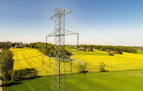 Как подвести электричество на участок земли без построек