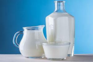 Кому выдают молоко