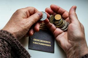 Когда приставы могут арестовать пенсионный счет